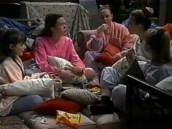 Cody Willis, Lynn, Bianca, Melissa Jarrett, Jessie in Neighbours Episode 1322