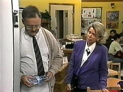 Harold Bishop, Helen Daniels in Neighbours Episode 1338