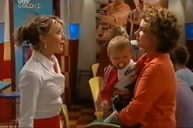 Izzy Hoyland, Oscar Scully, Lyn Scully in Neighbours Episode 4501