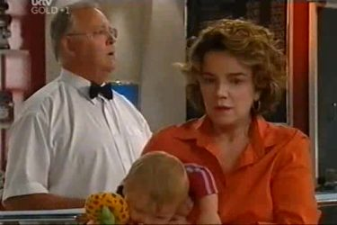 Harold Bishop, Oscar Scully, Lyn Scully in Neighbours Episode 4501