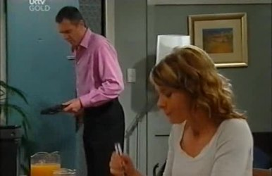 Karl Kennedy, Izzy Hoyland in Neighbours Episode 4519