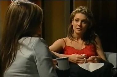 Steph Scully, Izzy Hoyland in Neighbours Episode 4607