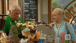 Lou Carpenter, Sheila Canning in Neighbours Episode 6837