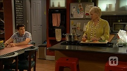 Chris Pappas, Sheila Canning in Neighbours Episode 6849