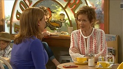 Terese Willis, Susan Kennedy in Neighbours Episode 6858