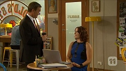 Paul Robinson, Naomi Canning in Neighbours Episode 6867