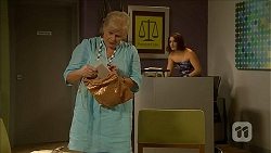 Sheila Canning, Naomi Canning in Neighbours Episode 6868