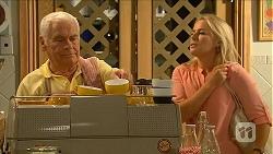 Lou Carpenter, Lauren Turner in Neighbours Episode 6874