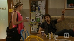 Amber Turner, Rick Blaine in Neighbours Episode 6876