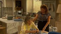 Pam Willis, Terese Willis in Neighbours Episode 6877