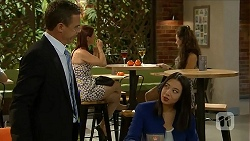 Paul Robinson, Tracey Wong in Neighbours Episode 6877