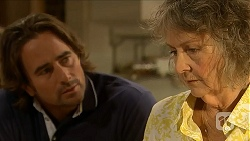 Brad Willis, Pam Willis in Neighbours Episode 6877