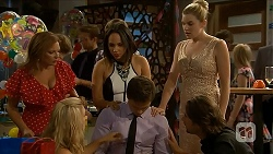 Terese Willis, Imogen Willis, Amber Turner, Georgia Brooks, Josh Willis, Brad Willis in Neighbours Episode 6880