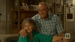 Pam Willis, Doug Willis in Neighbours Episode 6880