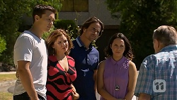 Josh Willis, Terese Willis, Brad Willis, Imogen Willis, Doug Willis in Neighbours Episode 6880