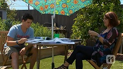 Chris Pappas, Naomi Canning in Neighbours Episode 6881