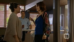 Polly Tranner, Matt Turner, Naomi Canning in Neighbours Episode 6881