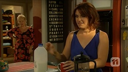 Sheila Canning, Naomi Canning in Neighbours Episode 6882