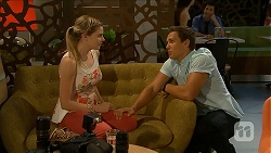 Amber Turner, Josh Willis in Neighbours Episode 6884