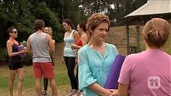 Brad Willis, Susan Kennedy, Terese Willis in Neighbours Episode 6885