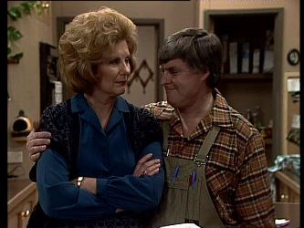 Madge Bishop, Tom Ramsay in Neighbours Episode 0291