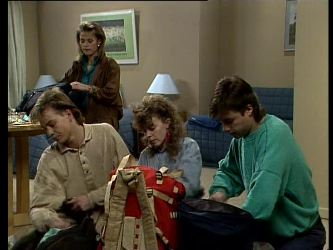 Scott Robinson, Cassie Campbell, Charlene Mitchell, Mike Young in Neighbours Episode 0292