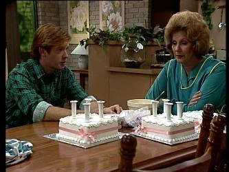 Clive Gibbons, Madge Bishop in Neighbours Episode 0292