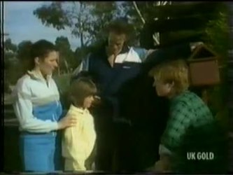 Kate Gibbons, Vicki Gibbons, Graham Gibbons, Clive Gibbons in Neighbours Episode 0299