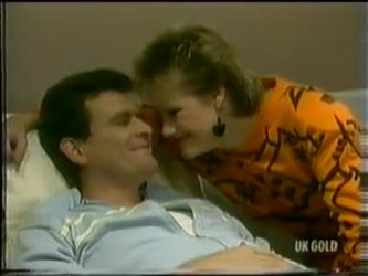 Des Clarke, Daphne Clarke in Neighbours Episode 0299