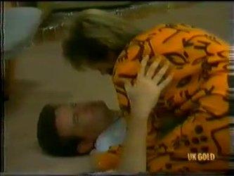 Des Clarke, Daphne Clarke in Neighbours Episode 0300