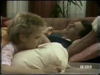 Daphne Clarke, Des Clarke in Neighbours Episode 0301