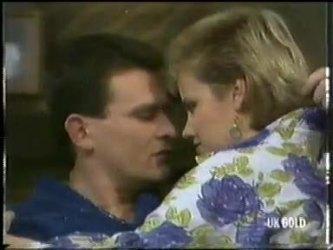 Des Clarke, Daphne Clarke in Neighbours Episode 0304