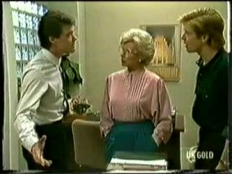 Paul Robinson, Helen Daniels, Clive Gibbons in Neighbours Episode 0333