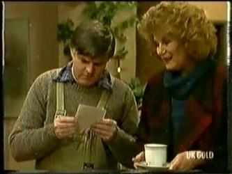 Tom Ramsay, Madge Mitchell in Neighbours Episode 0333