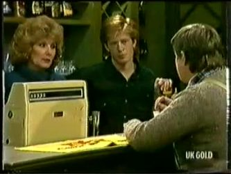Madge Mitchell, Clive Gibbons, Tom Ramsay in Neighbours Episode 0333