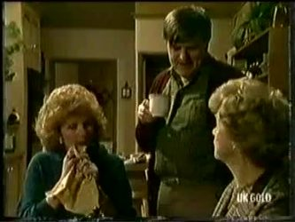 Madge Mitchell, Tom Ramsay, Edna Ramsay in Neighbours Episode 0333