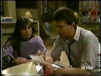 Zoe Davis, Des Clarke in Neighbours Episode 0333