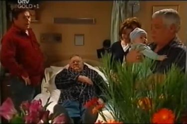 Joe Scully, Harold Bishop, Lyn Scully, Oscar Scully, Lou Carpenter in Neighbours Episode 4403