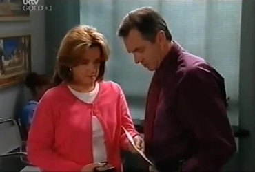 Lyn Scully, Karl Kennedy in Neighbours Episode 4420