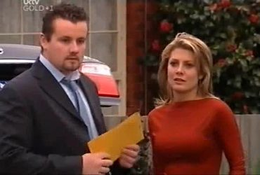 Toadie Rebecchi, Izzy Hoyland in Neighbours Episode 4420
