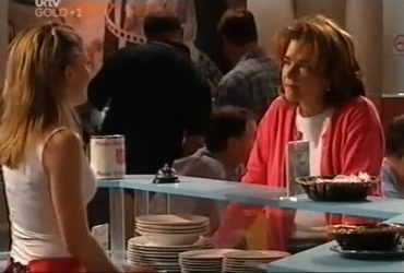 Izzy Hoyland, Lyn Scully in Neighbours Episode 4421