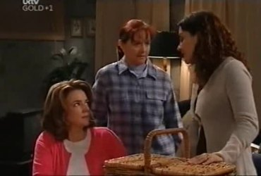 Lyn Scully, Susan Kennedy, Liljana Bishop in Neighbours Episode 4421