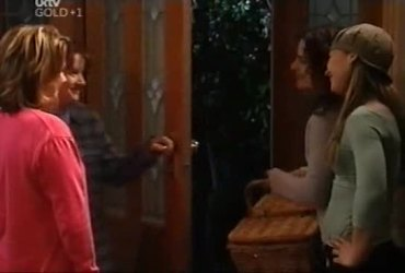 Lyn Scully, Susan Kennedy, Liljana Bishop, Steph Scully in Neighbours Episode 4421