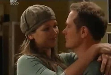 Steph Scully, Max Hoyland in Neighbours Episode 4422