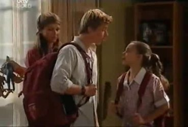 Steph Scully, Boyd Hoyland, Summer Hoyland in Neighbours Episode 4422