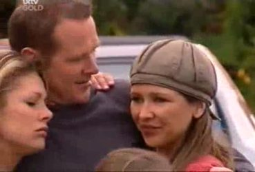 Izzy Hoyland, Max Hoyland, Steph Scully in Neighbours Episode 4422