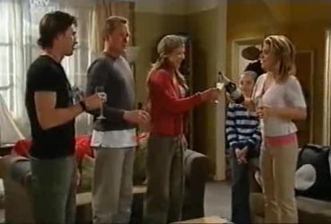 Gus Cleary, Max Hoyland, Steph Scully, Summer Hoyland, Izzy Hoyland in Neighbours Episode 4422