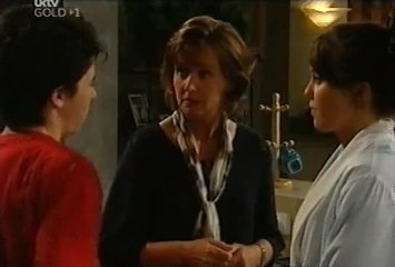 Stingray Timmins, Susan Kennedy, Libby Kennedy in Neighbours Episode 4491