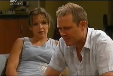 Steph Scully, Max Hoyland in Neighbours Episode 4492