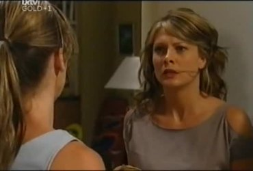 Steph Scully, Izzy Hoyland in Neighbours Episode 4492